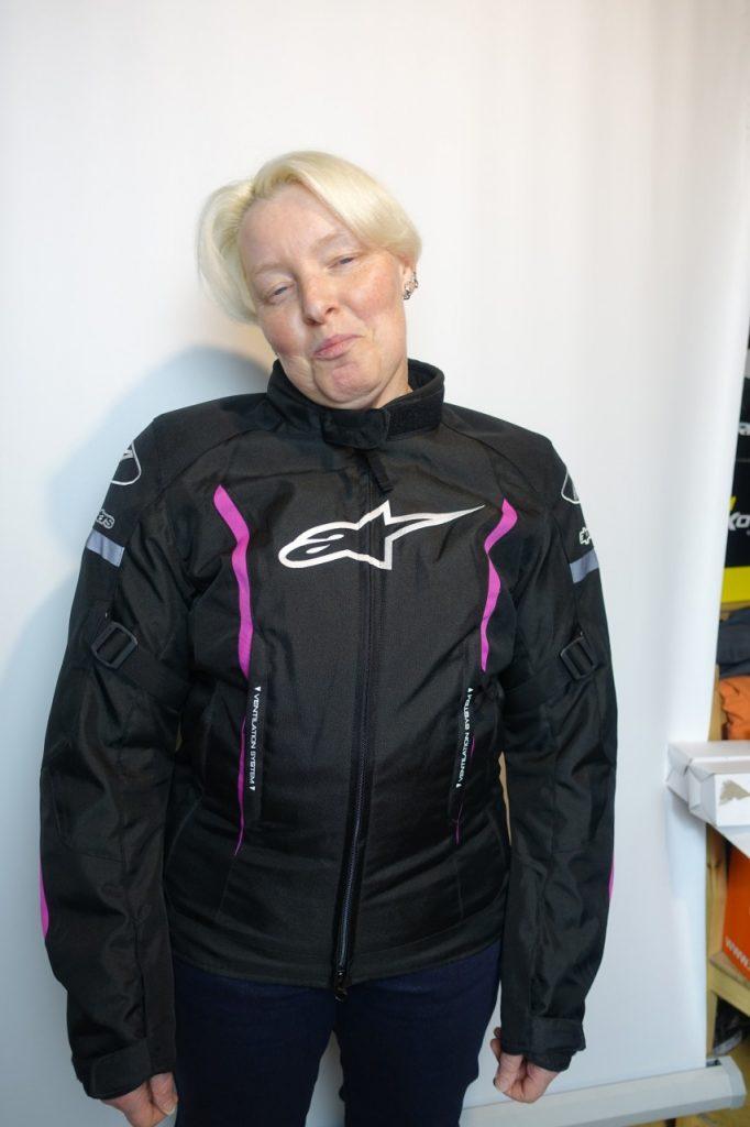 Stella Gunner V2, blouson Alpinestars, pour les ladies only.