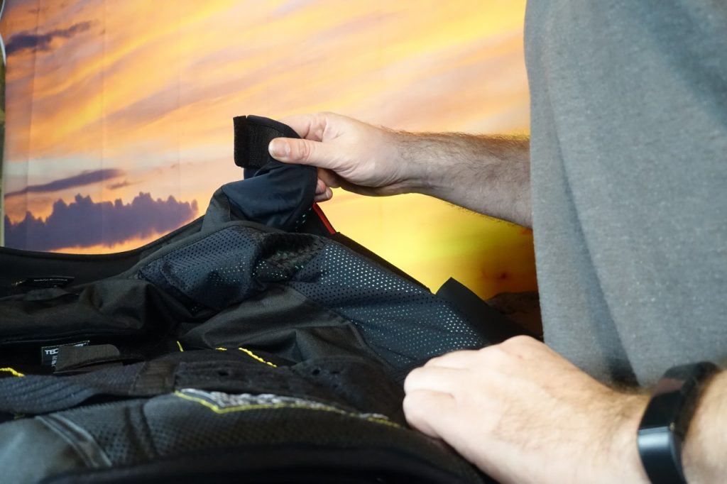 Alpinestars Tech-Air, le gilet airbag sous le hoodie.