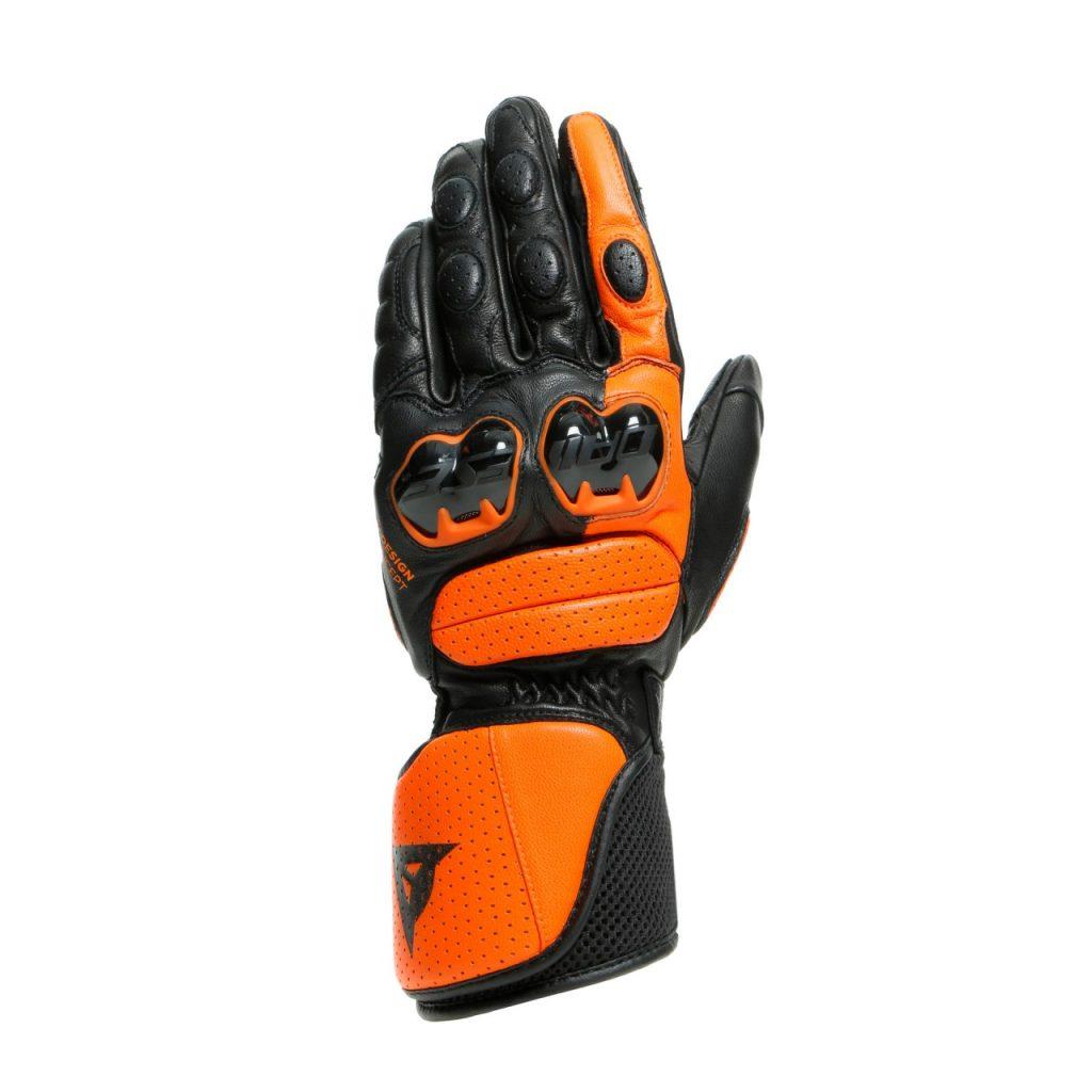 Dainese côté racing et côté gants surtout