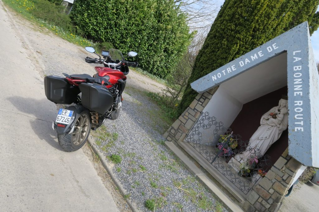 MV Agusta Turismo Veloce vs BMW GS
