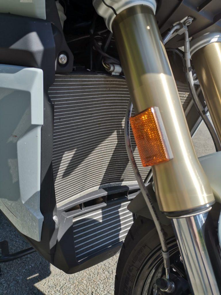 BMW S1000XR 2020: Sportive déguisée en Trail