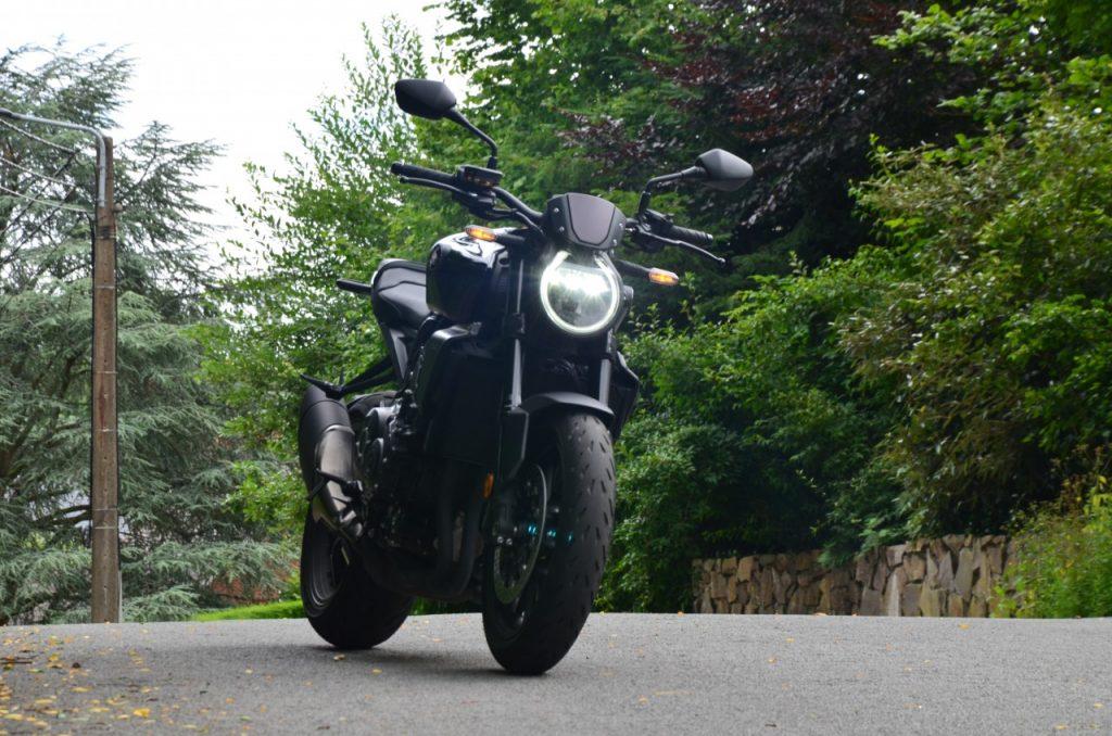 Honda CB1000R Black Edition : l'élégance sportive.