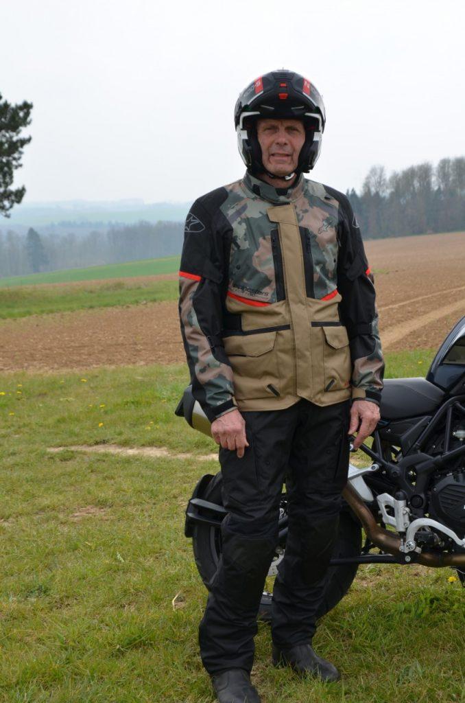 Veste et pantalons Alpinestars Andes V3 Drystar : un choix judicieux.
